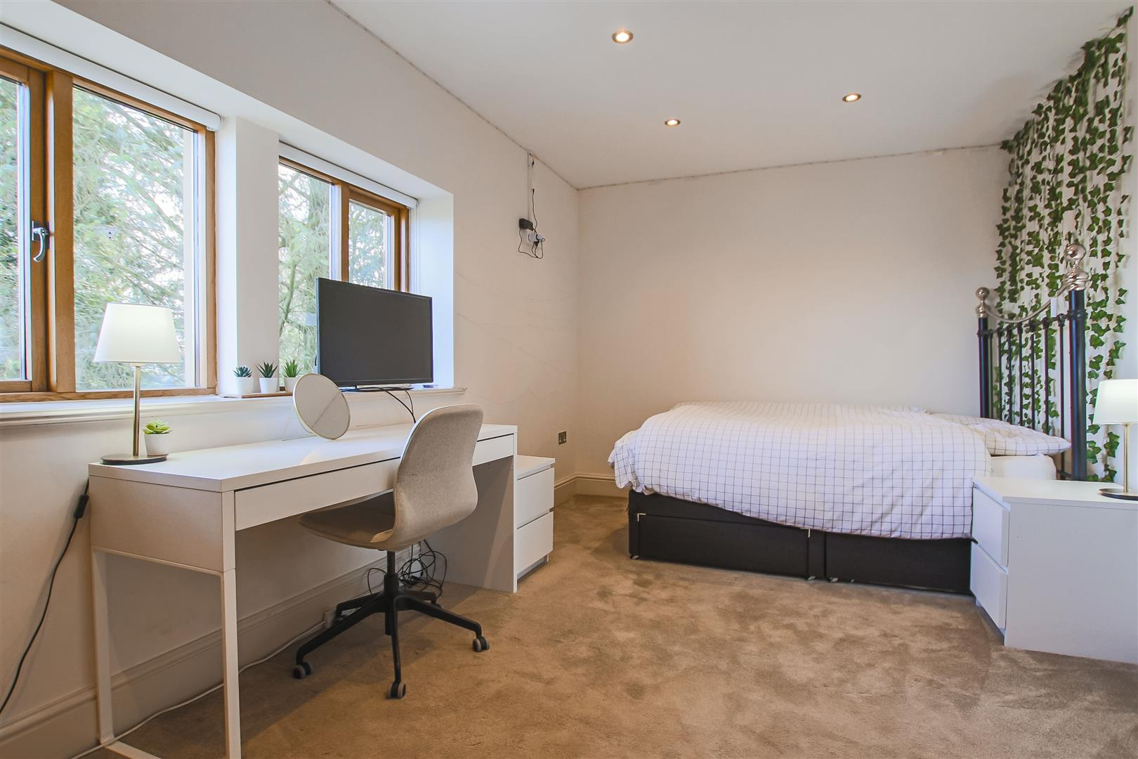 4 Bedroom Detached House For Sale - Farmhouse 11